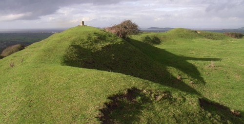 Brent_Knoll_hill_fort_-_geograph.org.uk_-_286891